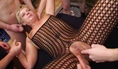 Ruka bez diploma snimljena plavušama na sex film soft trbuhu
