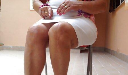 Zavodljiva mama mature sexfilm udara se na balko