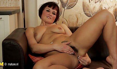 Djevojka s kamere se oplakuje i opterećuje i dildo jebe orgie sex film