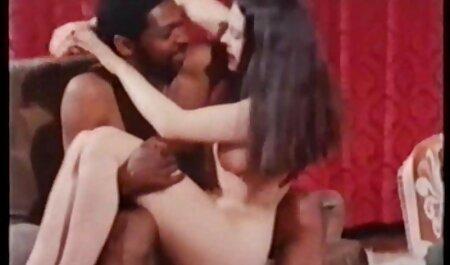 Slave Sekli na kauču s vrućom amatur sex film plavušom ljubavnicom