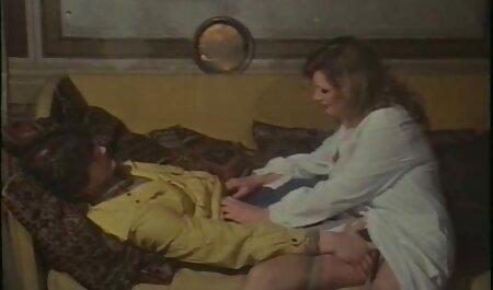 Mlada kurva s ogromnim prirodnim sisama ruši se od sexfilm tarzan iscrpljujućeg tereta.