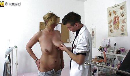Busty Buffy uzima vruću mliječnu kupku demi moore sex film s pjenom